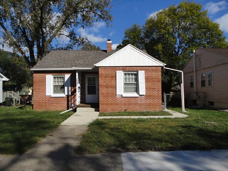 Cedar falls iowa rentals by webb rentals for Single family homes with inlaw apartments